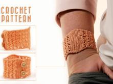 crochet pattern cuff bracelet by MudenoMade